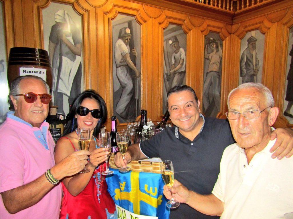 Brindando Día de Asturias